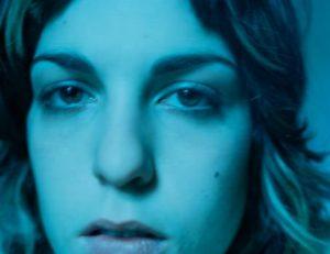 Revoir (suom. jälleennäkeminen) on kertomus nuorista aikuisista, rakkaudesta ja intohimosta päätapahtumapaikkana vuosituhannen vaihteen New York. JH Engström, sarjasta Revoir