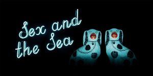 Kuvassa on kaksi hohtavaa koirapatsasta sekä hohtava teksti Sex and the Sea.