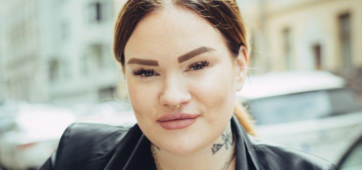 Kuvassa on Annika Ojala lähikuvassa.